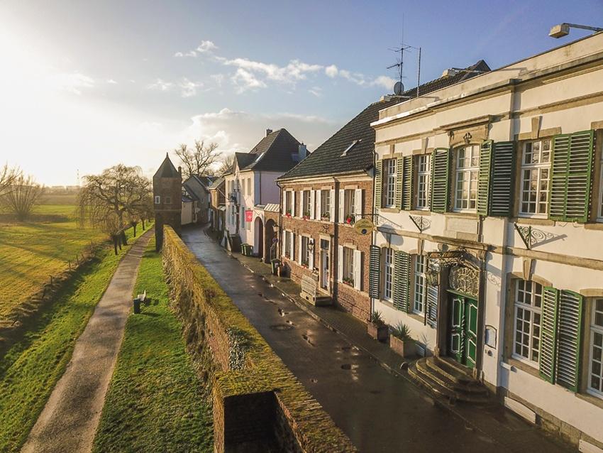 Als Immobilienmakler Dormagen ist Laufenberg Immobilien auch in Zons aktiv.